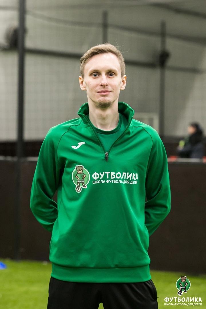 тренер футболики Семенов Леонид Владимирович